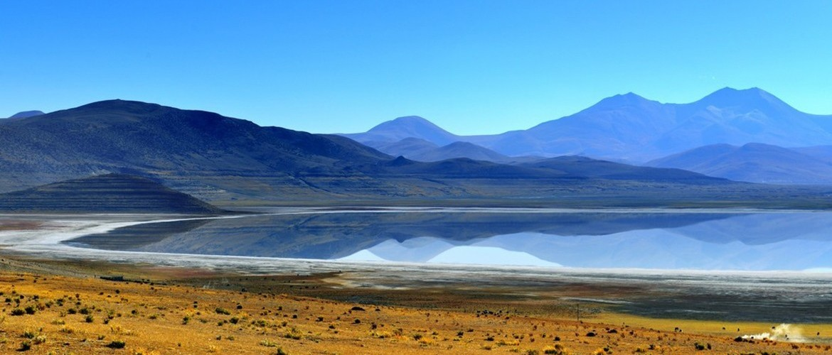 At an altitude of 4580 meters, Peikutso Lake is the largest lake in Shigatse.
