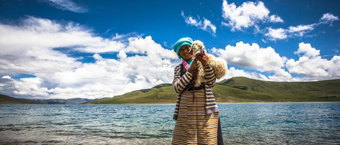 Yamdroktso Lake means swan pool in Tibetan language.