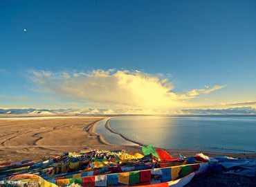 You can check beautiful Namtso lake as well as Tashilhunpo monastery in Shigatse in this tour