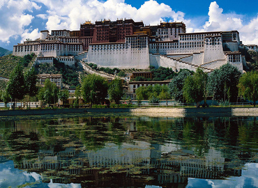 "Famous as the ""third pole of the world"", Tibet attracts more and more travelers to explore its beauty."