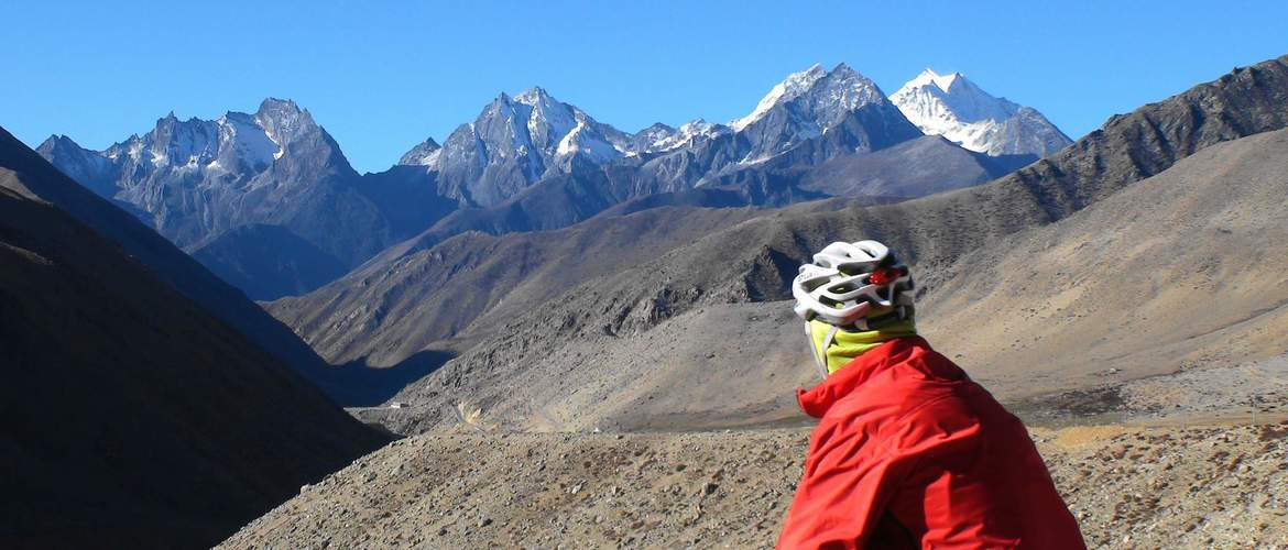 You will view all the scenic spots along the way from Lhasa to Kathmandu.