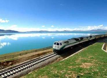 During this tour, you can take a flight from Chengdu to Xining first then catch the train from Xining to Lhasa.