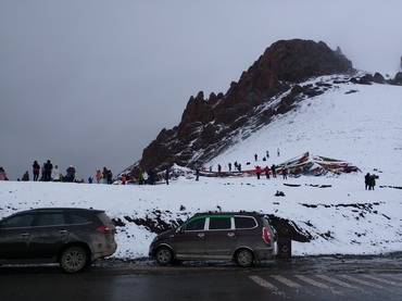 Although the weather is cold, it cann't stop our foot to Namtso lake.