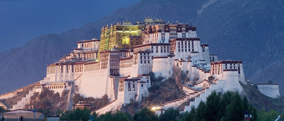 As the winter palace of the Dalai Lama, Potala Palace is an important religious landmark of Tibet.