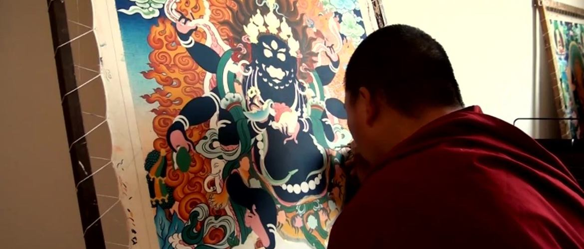 Visit Tibetan Thangka Studio to get closer contact with Tibetan culture.