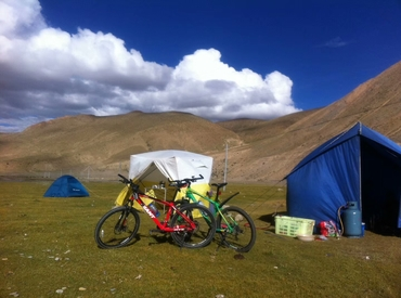 Cycling on the boundless Tibetan plateau must be a lifetime experience.